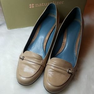 Naturalizer Scarlet camel leather heels 9W